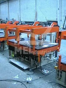 Injection open/close moulds
